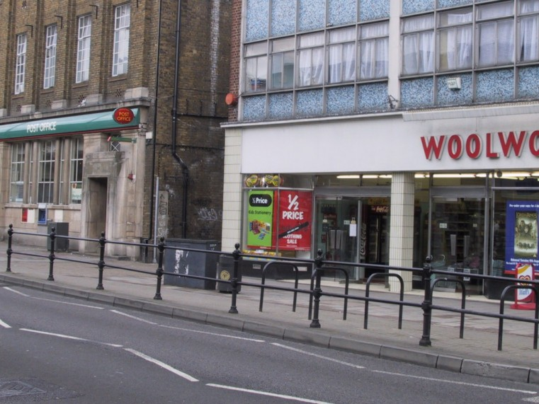 0208-007-orpington-2002-post-office-woolworths