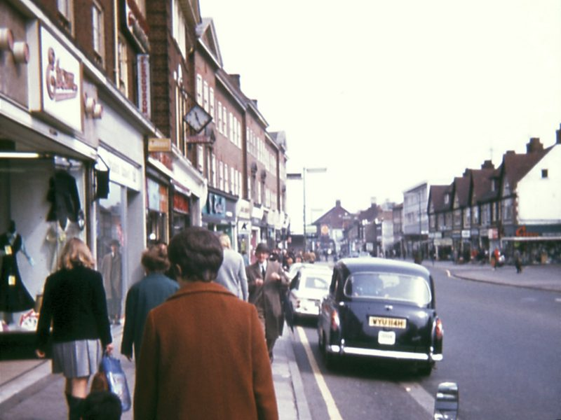 0207-908-orpington-1971-high-street-bernhardts-clock-lf